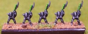 Guerreros Necrones. Las miniaturas son de Androides del Caos, muy antiguos.